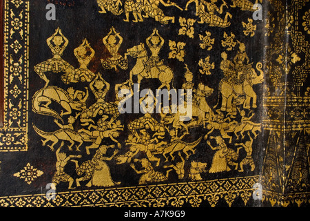 Gold Stencil Art der verschiedenen Bereiche der Existenz innerhalb der buddhistischen Tempel Wat Xieng Thong LUANG - Stockfoto