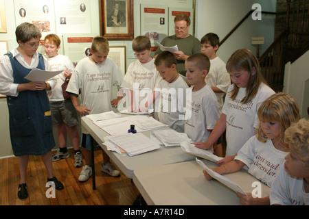 Leesburg Virginia Loudoun Museum Sommer Camper nachspielen Unterzeichnung der Unabhängigkeitserklärung - Stockfoto