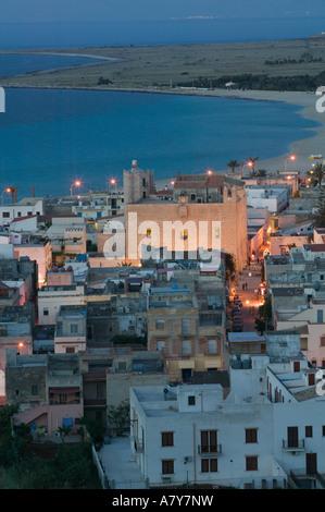Italien, Sizilien, SAN VITO LO CAPO, Kurort anzeigen / Abend - Stockfoto