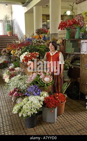 Funchal Blume Stände, mit einer Blume Verkäufer im Markt - Stockfoto