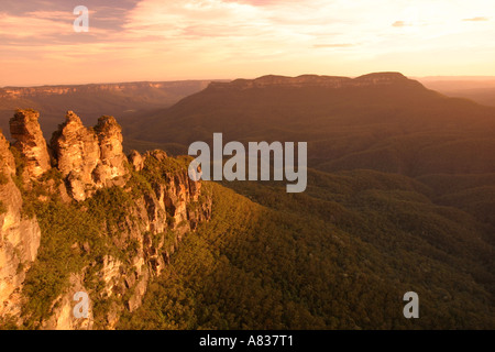 Sonnenuntergang auf die Three Sisters in den Blue Mountains in der Nähe von Sydney NSW Australia - Stockfoto