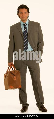 Junger Mann mit Handgepäckstück - Stockfoto