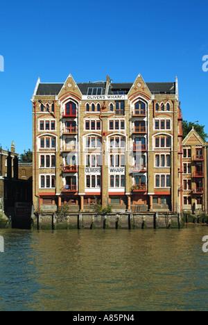 Olivers Wharf alte Wasser Lagergebäudes an der Themse - Stockfoto
