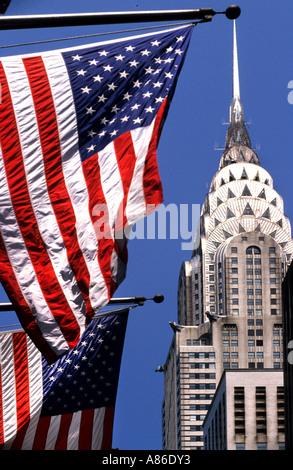 USA New York Manhattan Chrysler Building Flagge Art-déco-Wolkenkratzer Architektur alte Herrlichkeit Sternenbanner - Stockfoto