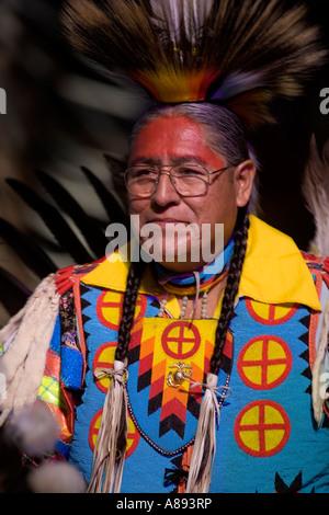 Teilnehmer an der jährlichen Versammlung der Nationen Powwow in Albuquerque, New Mexico, während eines Wettbewerbs - Stockfoto