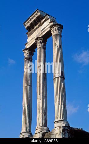 Italien Rom The Forum korinthischen Säulen der Tempel des Castor und Pollux - Stockfoto