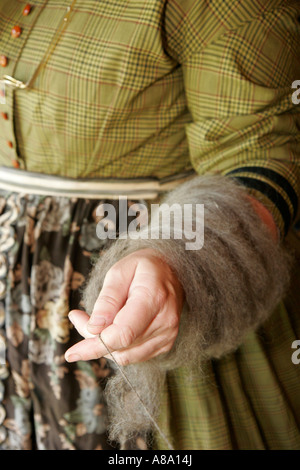 Alabama Marbury Confederate Memorial Park Reenactor Pionierin Wolle spinnen - Stockfoto
