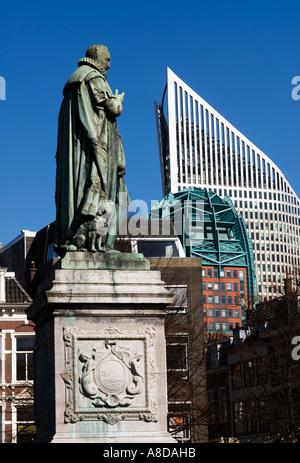 Kontraste der alten und neuen Gebäuden in der Plein Platz den Haag Niederlande - Stockfoto