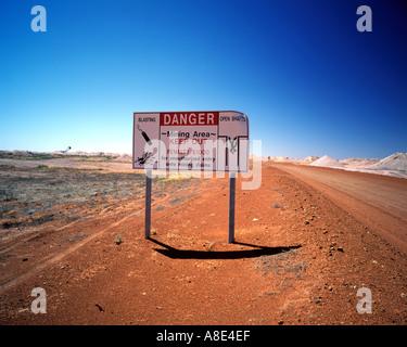 Ein Opal Mining Warnsignal in der Outback Stadt Coober Pedy in South Australia Australien - Stockfoto