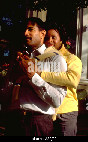 Romantische African American paar Alter 32 genießen die Como Park Conservatory. St Paul Minnesota USA - Stockfoto