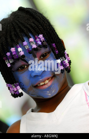 5 Jahre altes Mädchen mit ihrem Gesicht gemalt Hounslow Middlesex UK - Stockfoto