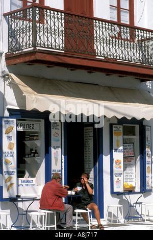 Griechenland-Mykonos-Freiluft-café - Stockfoto