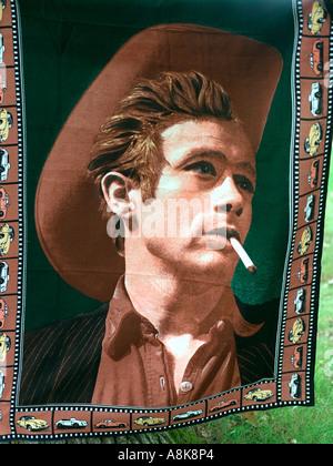 James Dean Teppich zum Verkauf auf Flohmarkt. Schlacht Lake Minnesota USA - Stockfoto