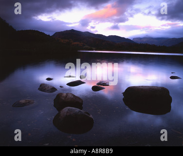 Elter Wasser bei Sonnenaufgang Lake District National Park Cumbria - Stockfoto