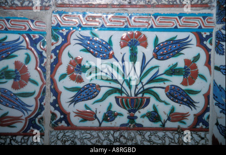 Fliesen an den Wänden des Topkapi-Palastes Istanbul - Stockfoto