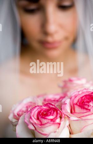 Braut mit Rosen closeup - Stockfoto