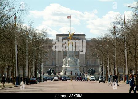 Buckingham Palast, gesehen von der Mall, Royal, Familie, luxuriös, London, England, groß, Großbritannien, Vereinigte, - Stockfoto