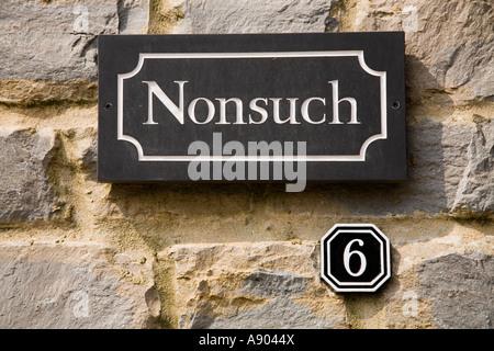 Nonsuch Haus Straße Zeichen und Nummer 6 Verkehrssysteme Dorchester Dorset UK - Stockfoto