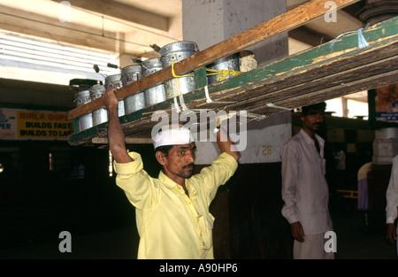 Indien Maharashtra Mumbai Bombay CST Victoria Kopfbahnhof Dhaba Lunch Box wallah - Stockfoto