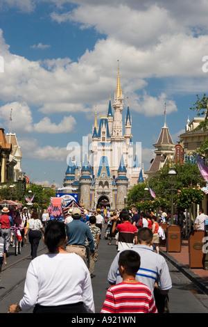 Cinderella Schloss, Walt Disneys Magic Kingdom, Orlando, Florida, Vereinigte Staaten - Stockfoto