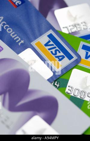 Sammlung von Kreditkarten mit Hologramm Sicherheit Aufkleber sichtbar - Stockfoto