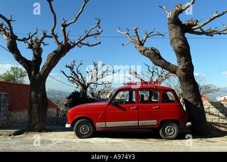 Roten Renault 4, Supetar, Kroatien - Stockfoto
