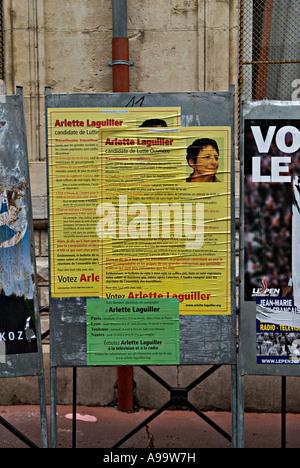 437 ein Wahlplakat der französischen Präsidentschaftskandidaten Arlette Laguiller während ihrer Kampagne zu Office - Stockfoto