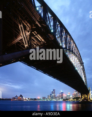 Harbour Bridge bei Nacht von Milsons Point, Sydney, New South Wales, Australien - Stockfoto