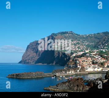 Die Südküste Fischen Dorf von Camara de Lobos (wo Winston Churchill zum Malen), Madeira, Portugal - Stockfoto
