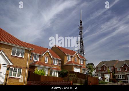 Kommunikation-Mast und Gehäuse in Großbritannien. - Stockfoto