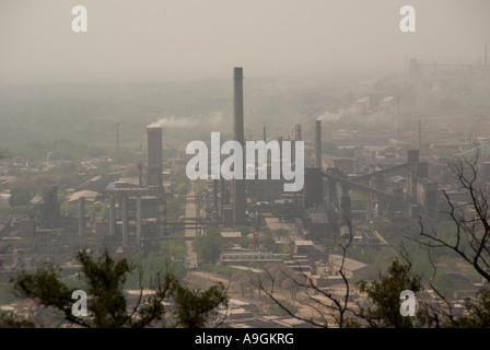 Industrielle Verschmutzung Luft in der zentralen Provinz Shanxi Schornsteine - Stockfoto