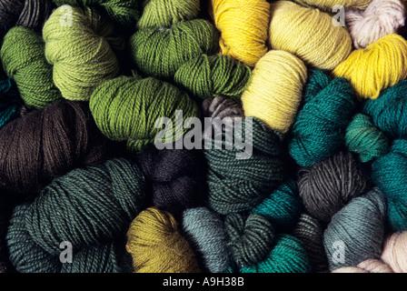 Knäuel grüne Wolle - Stockfoto