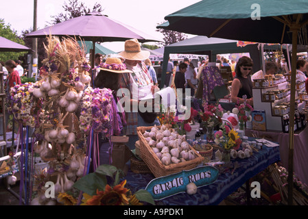 Der Samstagsmarkt im Dorf des Ganges auf Saltspring Island in den südlichen Gulf Islands in British Columbia Kanada - Stockfoto
