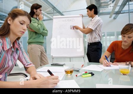Brainstorming-Kollegen - Stockfoto