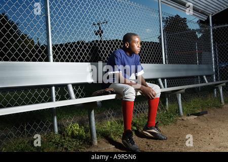 Teenager von der Seitenlinie beobachten - Stockfoto
