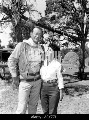 JOHN WAYNE mit seiner Frau Pilar - Stockfoto