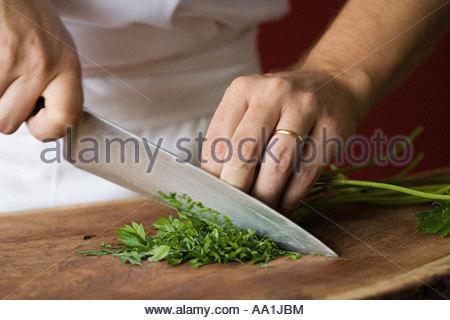 Chef hacken Petersilie - Stockfoto