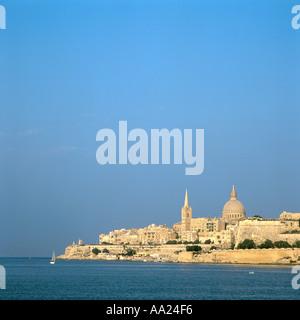 Blick über den Marsamxett Harbour in Richtung Valletta aus Ta Xbiex, Malta - Stockfoto