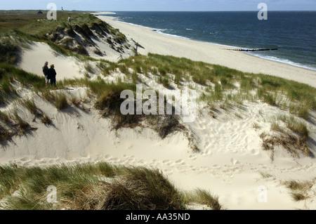 Sylt, ein romantisches Paar zu Fuß auf die geschützten Dünen nördlich von Liste - Stockfoto