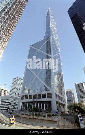Ungewöhnliche Weitwinkel Blick nach oben von der Bank of China auf Hong Kong Island - Stockfoto