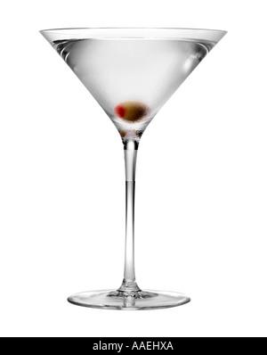 Martini mit Olive auf weißem Hintergrund - Stockfoto