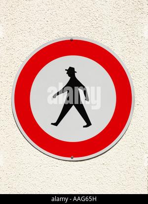 Deutsche Fußgänger keine wandern zu signieren, Deutschland, Europa - zeigt die ikonische design - Stockfoto