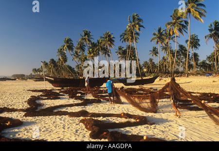 Fischer und Netze Colva Beach Goa Indien - Stockfoto