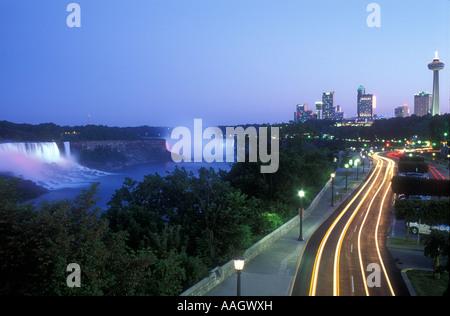 Kanada Ontario Niagara Falls Weitwinkel-Blick auf die American Falls kanadischen Wasserfälle Niagara Fluss Niagara - Stockfoto