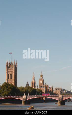 Häuser des Parlaments und Lambeth Bridge über die Themse. London. England. Vereinigtes Königreich. - Stockfoto