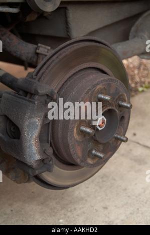 Auto Scheibe Pause Reibung Wärme Entschleunigung Retardierung Rad Hub Stud Service Mechaniker diy Mot test Pad Bremssattel - Stockfoto