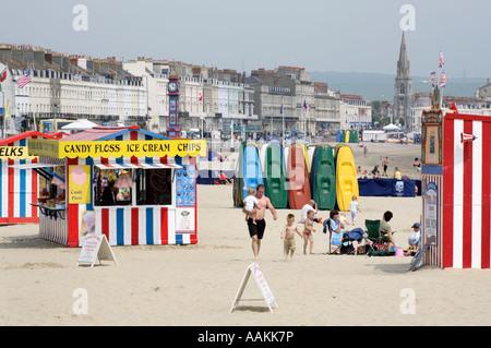 Ein Kiosk Erfrischungen am Strand von Seebad Weymouth in Dorset - Stockfoto