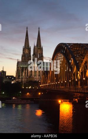 Am späten Abend Kathedrale Fluss Rhein Köln - Stockfoto