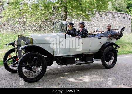 deutschland teilnehmer einer oldtimer rallye ein hanomag automodell autobahn von 1938 bis. Black Bedroom Furniture Sets. Home Design Ideas