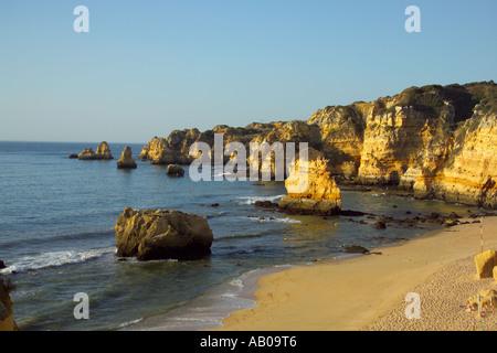 Europa Portugal Algarve Lagos Praia da Dona Ana Strand Dona Ana - Stockfoto